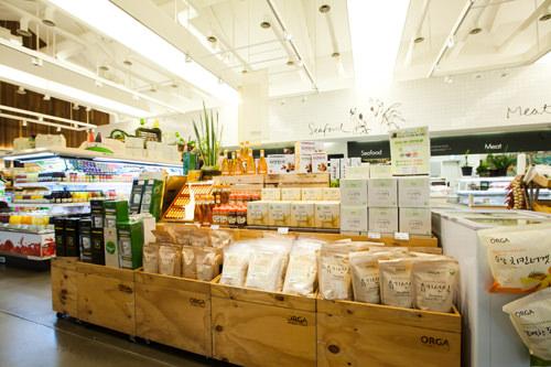 穀類、野菜類など多様な原材料を丸ごと凍結乾燥させ粉末にした健康食品
