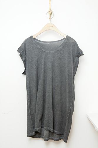 ラフな着心地が人気Tシャツ 54,000ウォン