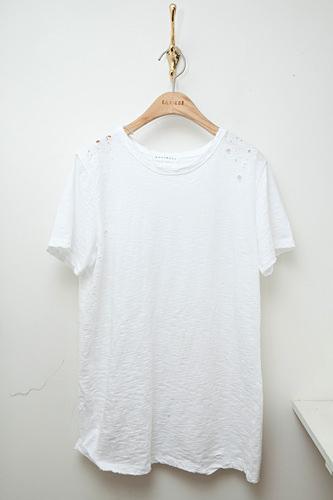 肩のデザインがポイントTシャツ 39,000ウォン