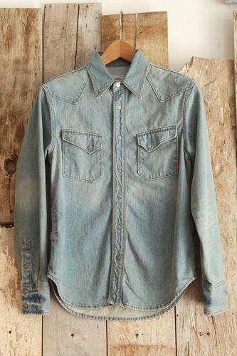 春らしい明るいデザインと色のデニムシャツ(COVERNAT・韓国) 108,000ウォン