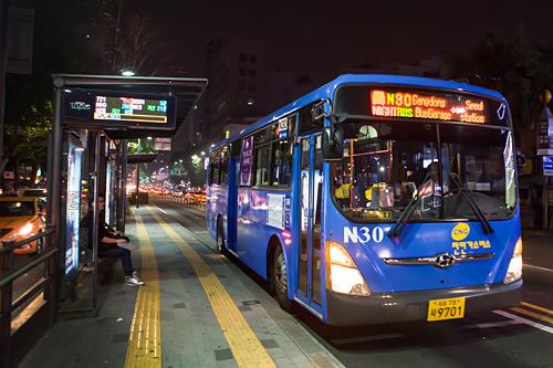 バス正面は電光板に注目