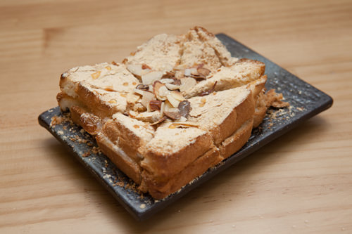 間食にぴったりのきな粉餅トースト