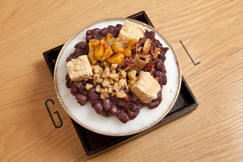 自家製小豆やカリッとした食感が楽しい