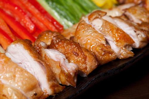 カリッとした皮とジューシーな鶏肉がおいしい