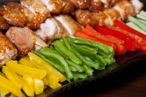 黄・緑・赤と見た目も鮮やかな野菜がずらり