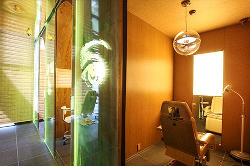 診療室もラグジュアリーな雰囲気