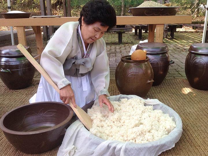 素麹酒の造り手、ウ・ヒヨルさん(大韓民国食品名人)