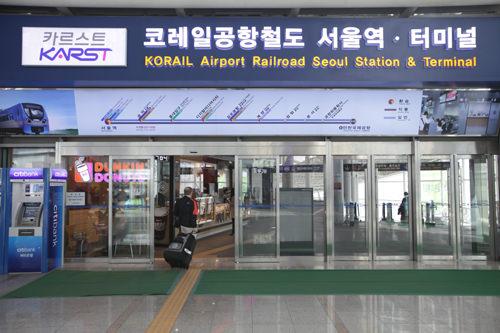 KTXソウル駅コンコースとつながっている内部直結口(すぐ隣にKTXソウル駅3番出口あり)
