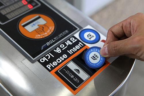 下車時は、トークンを回収口に入れます。T-moneyカードはタッチしましょう。