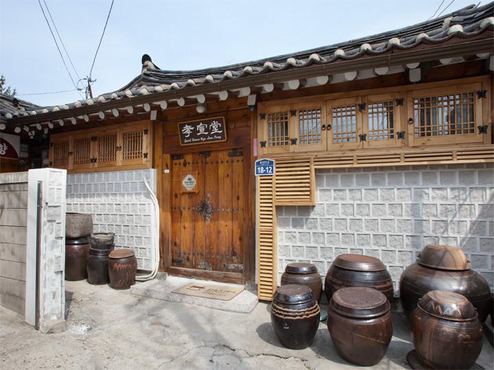 孝宣堂 (地図青7)住居だった韓屋をゲストハウスとして改造した「孝宣堂」は親しみやすい雰囲気で、気軽に韓屋に宿泊してみたいという方におすすめです。くわしく見る ▶