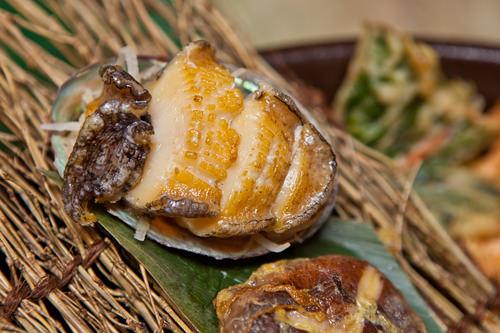 栄養豊富な焼きアワビ