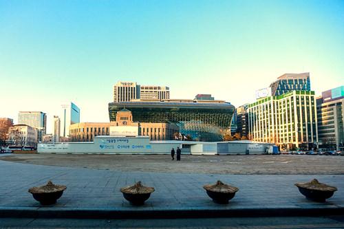 市庁※ソウル広場スケートリンクは冬期限定です