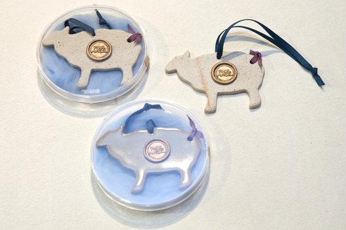 Baa-Lamb(バ~レム) 各18,000ウォン2015年の干支・羊をモチーフにしたセラミックオーナメント。商品名は「願い(韓国語でパレム)」と西洋の羊の鳴き声を掛け合わせた