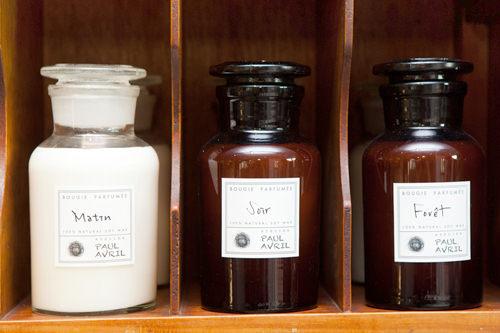 Candle(キャンドル) 250ml 各48,000ウォン100%ナチュラルソイワックスとエッセンシャルオイルなどで作られたキャンドル。左から爽やかな朝の香りMatin(マーチン)、リラックスした夜の香りSoir(ソワール)、ハーブの香りForet(フォレ)