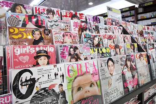 最新号の入荷も早い雑誌コーナー