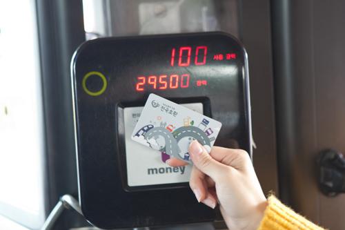 乗ったらすぐにT-moneyをピッ!