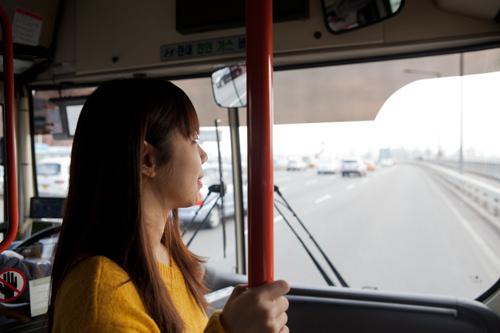 景色を眺めるならバス前方に乗るのがおすすめ