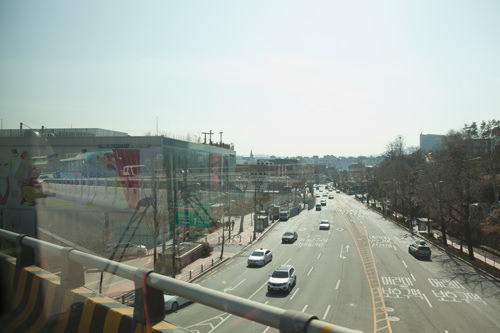 トンネルを抜けると右側に見えるのが漢南洞の街並み