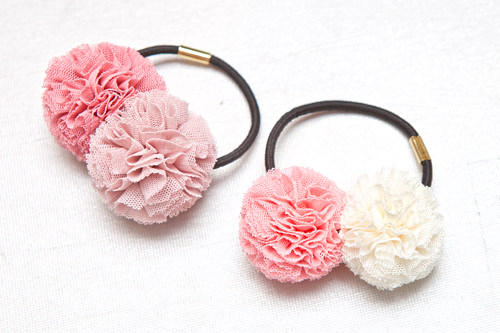日本人に一番人気。花びらが重なったようなまんまるヘアゴム /各3,000ウォン
