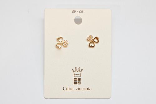 ハートモチーフが3つ繋がった上品で女の子らしいピアス/5,900ウォン