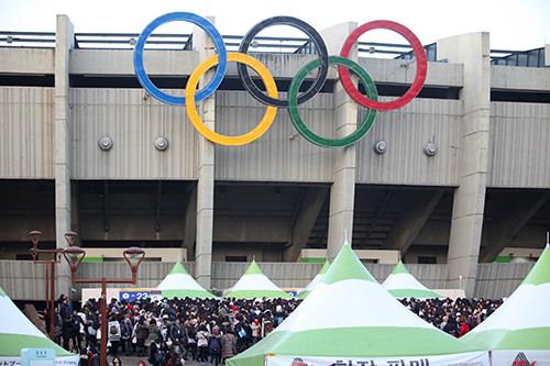 オリンピックのマークが目印