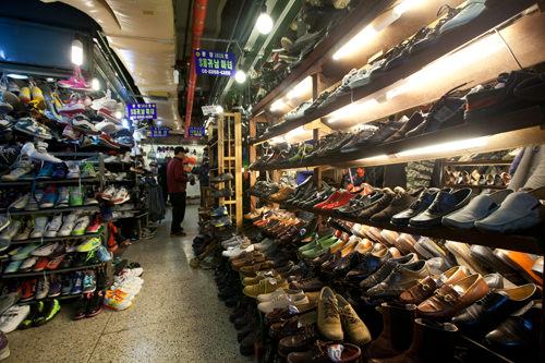 所狭しと並ぶ靴