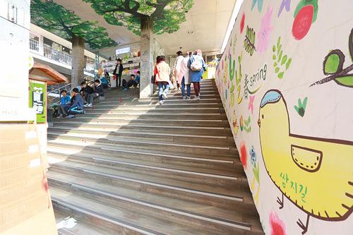 5、サムジキル入口階段 ドラマ「華麗なる遺産」(地図番号5)