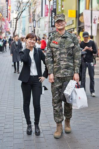 私たち幸せです?彼女:服役中の彼と1年目恋愛中。生半可なことではないと実感する毎日です。一番大変なのは…彼氏:大変なことなんてありません!僕たちは…幸せです!