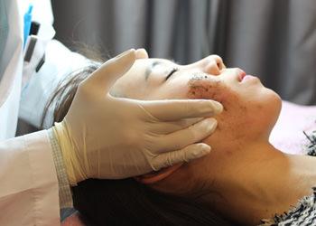 3.色素治療施術後のより迅速な肌の鎮静を促します。