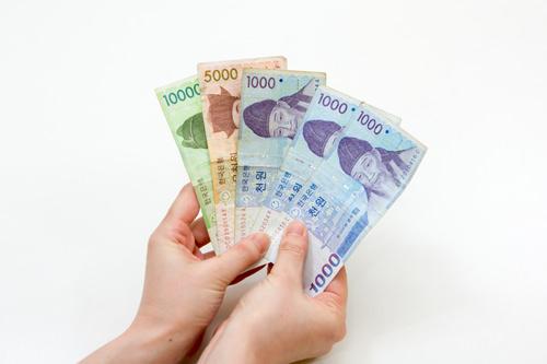 現金(ウォン)一部カード・円払いOKの店舗もありますが、屋台は基本ウォン払いのみ。仁寺洞の食べ歩きグルメを数多く制覇したいなら、お財布に余裕を持ってウォンを入れておきましょう。