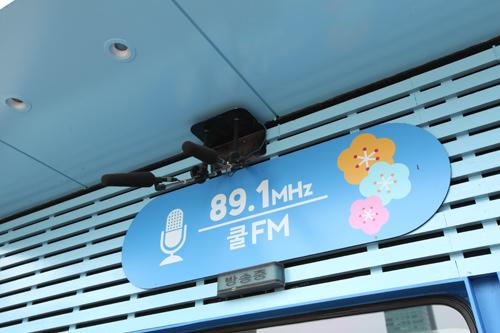クールFMラジオのオープンスタジオ