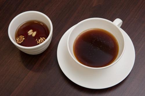 伝統茶またはコーヒー