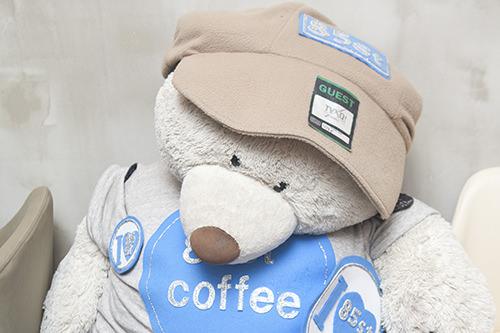 ユンホが抱いて写真を撮ったクマの人形