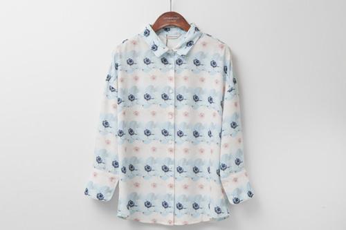 パステルカラーの花柄ボーダーがクラシカルなシャツ98,000ウォン