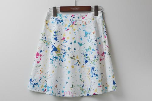 絵の具を飛ばしたようなデザインがクールスカート 68,000ウォン