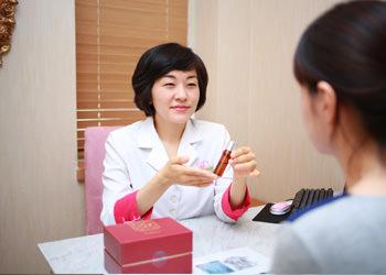 ホームケア韓方薬剤師の管理の下で製造されたシャンプー、エッセンスなどを通じて、日常生活の中で頭皮の健康を自ら管理します。