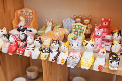 犬・猫・ウサギ・蛙・キリンなどカラフルで可愛い木彫り人形(インドネシア産)2,000~15,000ウォン