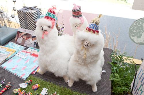 ふわふわの触り心地で愛くるしい アルパカ人形(ボリビア産)19,000~49,000ウォン