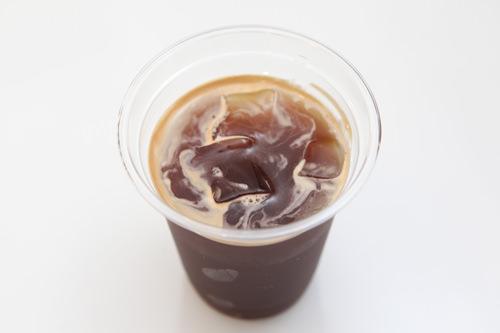 5.コーヒー店員が注文したコーヒーをいれてくれます
