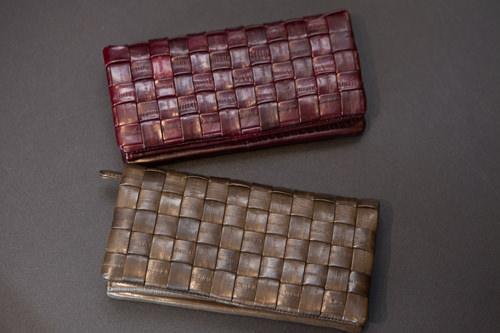 グラデーションのような色合いが素敵メッシュ長財布各168,000ウォン
