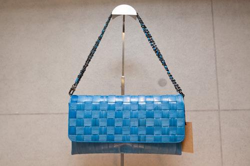 チェーン部分も同色の皮で装飾チェーンショルダーバッグ248,000ウォン