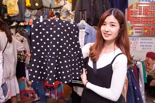 水玉スカートは7,000ウォン!安いしデザインも柄もかわいい★ウエストがゴムで履きやすそうです。