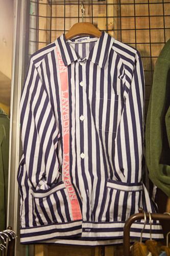 お店に入ってすぐに見つけたシャツ。ローソンの店員さん風のデザインに思わず笑ってしまいました(笑)