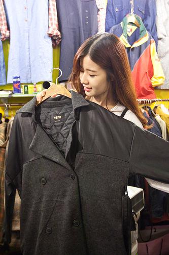 オーバーサイズなので少し着崩せそうな感じのジャケット(30,000ウォン)。スカートにもパンツにも合わせやすそう♪