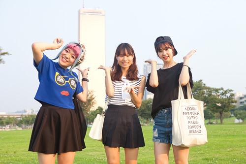 (左から)あずさ 国民(クンミン)大学 語学堂、いくみ 漢陽(ハニャン)大学 交換留学、りな ワーキングホリデー