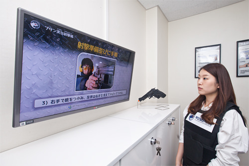3.体験の前に、画面を通して射撃方法をチェック。日本語なので韓国語ができなくても安心です。