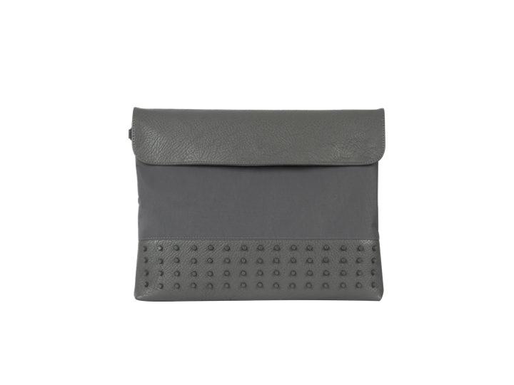 黒とグレーの2色展開スタッドクラッチバッグ(グレー)68,000ウォン