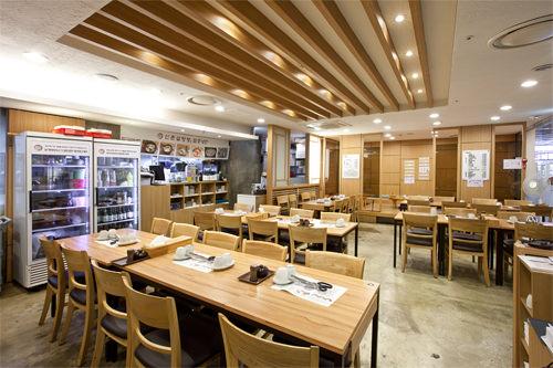 新村ソルロンタン 地下1階おなじみソルロンタンのチェーン店