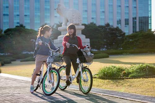 敷地内も自転車OK。ぽかぽか陽気が気持ちいいね♪