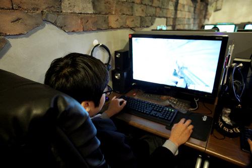 韓国のネットカフェ・PCバンは1時間約1,000ウォンで高スペックのPCを使い放題!